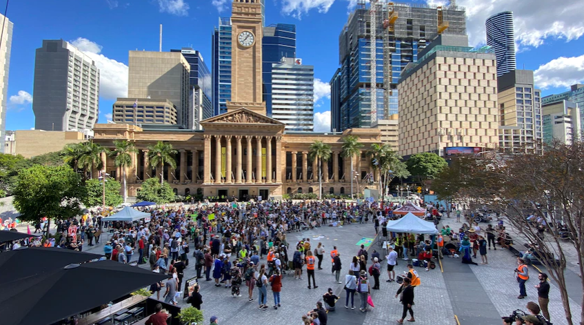 The Queensland Teachers 'Association is considering participating in the students' struggle against climate change.